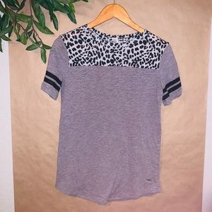 VICTORIA SECRET PINK GREY LEOPARD TEE